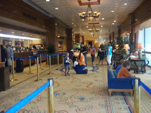 disneyland_hotel_lobby